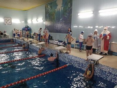 """в бассейне """"Спорткомбината """"Строитель"""" прошли Новогодние классификационные соревнования"""