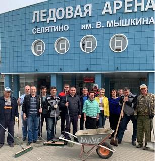 сотрудники МАУС «Спорткобинат»Строитель» им. В. Мышкина приняли активное участие в проведении субботника