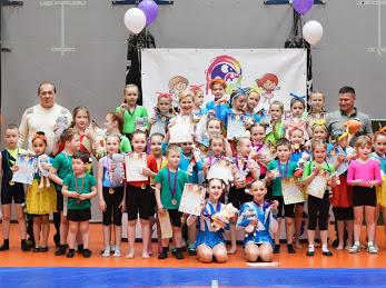24 апреля в малом зале спорткомплекса прошли соревнования по акробатике и акробатическому танцу