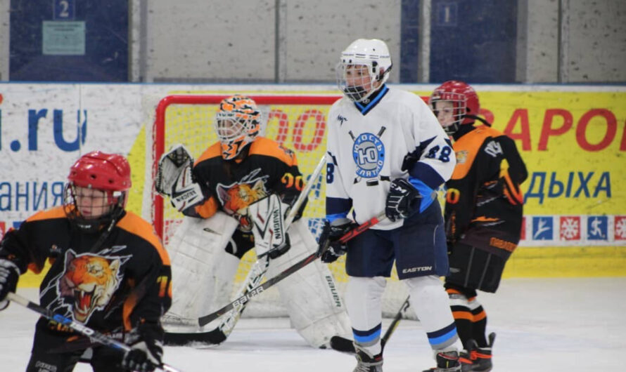 10 октября прошло первых два матча в рамках Открытого первенства Московской области по хоккею среди коллективов физической культуры команд 2009-2010 г.р. и команд 2011-2012 г.р.
